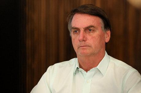 Bolsonaro é crítico a medidas de isolamento pelo Brasil