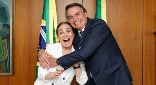 Regina Duarte pousou em Brasília e deve anunciar resposta hoje (29)