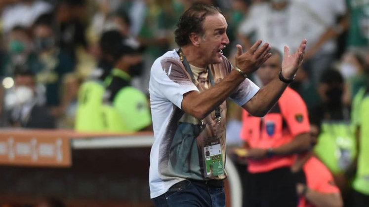 FLOP: Nos minutos finais da final da Libertadores, Cuca tentou segurar uma bola na lateral, se envolveu em confusão com Marcos Rocha e foi expulso. Para torcedores, a confusão desconcentrou o time, que sofreu o gol logo em seguida.