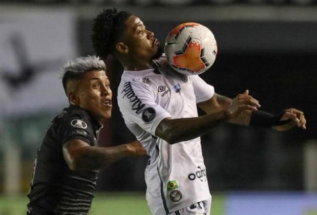 FLOP: O Santos perdeu para a LDU por 1 a 0 na Vila, tomou sustos e só garantiu vaga nas quartas da Libertadores pelos gols marcados fora de casa no primeiro confronto.