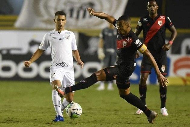 FLOP: O Santos perdeu para o Atlético-GO na Vila. Além do fim da invencibilidade de 12 jogos, a derrota evitou a equipe de entrar no G4 do Brasileirão.