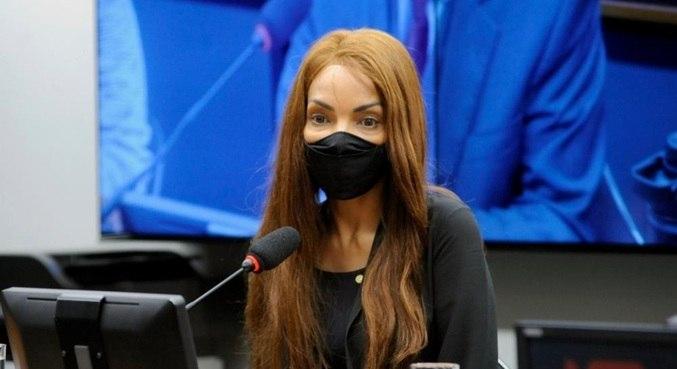 Flordelis é acusada pelo MP-RJ de ser a mandante do assassinato do marido