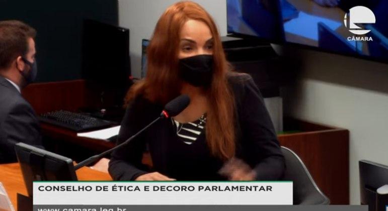 Flordelis se defende: 'Fui mandada para júri popular, mas eu digo com convicção que serei inocentada'
