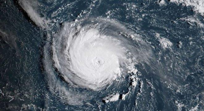 De acordo com o prognóstico do centro, uma alta pressão que se situará sobre a Nova Inglaterra quando o Florence atingir a terra fará com que a tempestade não possa seguir sua trajetória em direção ao norte.