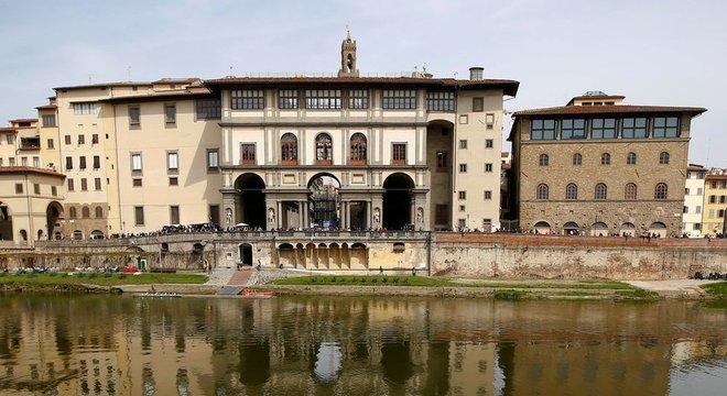 A Galeria Uffizi se recusou a pagar quantia exigida por família alemã que detém o quadro Vaso de Flores. 'O quadro já é de propriedade do Estado italiano e, portanto, não pode ser comprado ou vendido', diz o museu