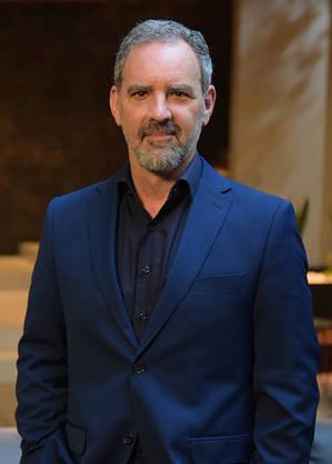 Floriano Peixoto caracterizado de Paulo Roberto