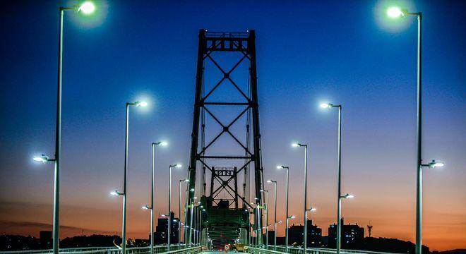 Ponte Hercílio Luz no final de tarde em Florianópolis, Santa Catarina