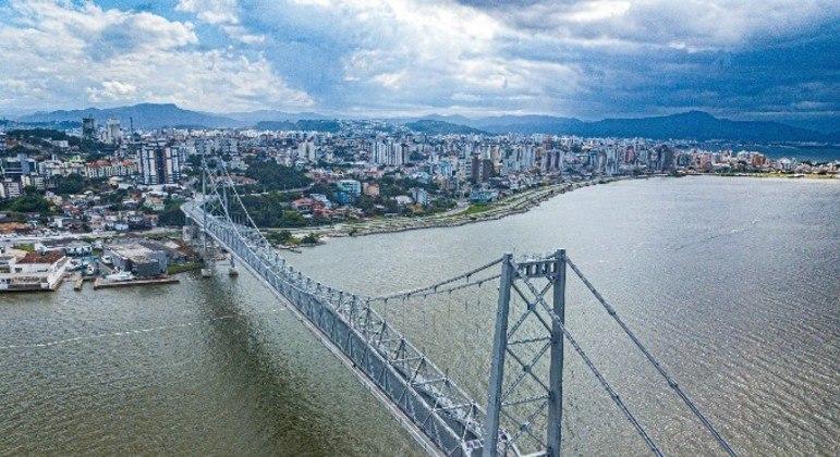 Presença do vírus em águas residuais de Florianópolis foi identificada 2 meses antes do 1º caso