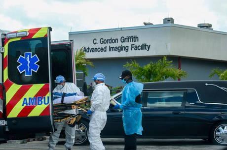 Flórida passa dos 300 mil casos de covid