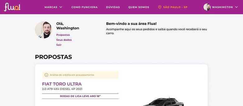 Contratação em plataforma online da marca onde é possível customizar o veículo
