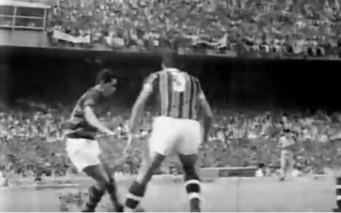 Fluminense 0 x 0 Flamengo, em 15 de dezembro de 1963, pelo Campeonato Carioca - público de 194.603