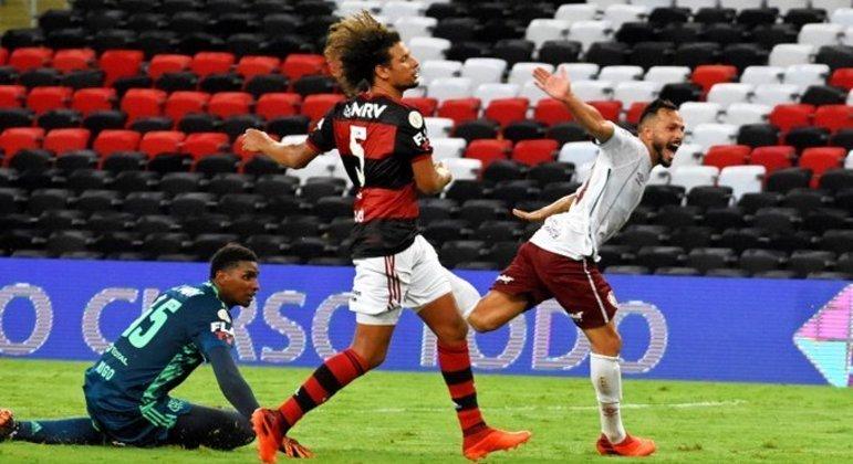 Fluminense se aproveitou de erro infantil de Filipe Luís. E virou o clássico