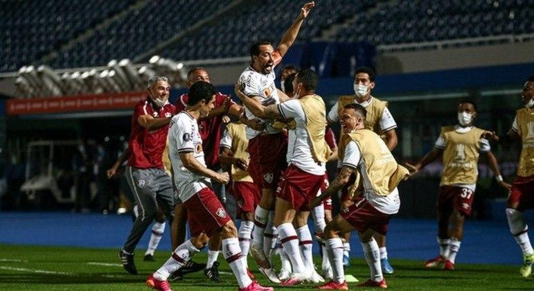 Nenê comemora o primeiro gol do Fluminense, contra o enfraquecido Cerro Porteño