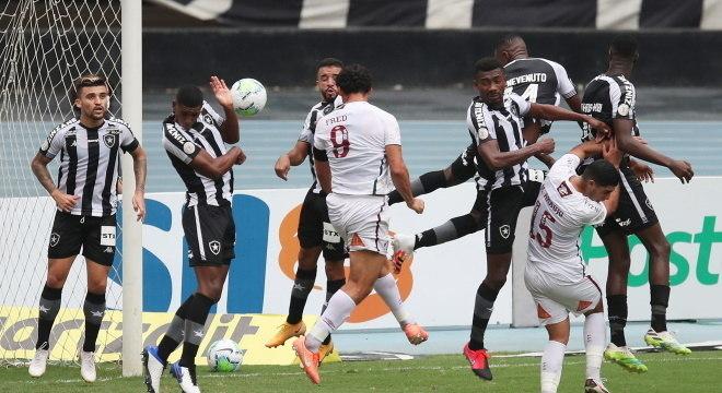 Botafogo pressionou o Fluminense, mas não conseguiu vencer equipe visitante