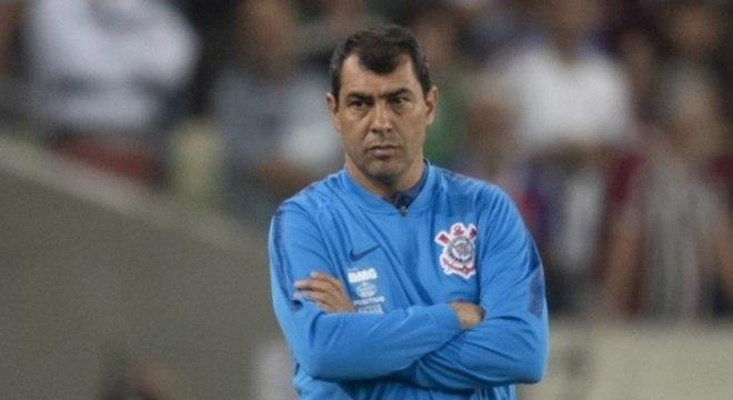 Carille errou feio. Recuou o Corinthians demais, sem necessidade. Sofreu à toa