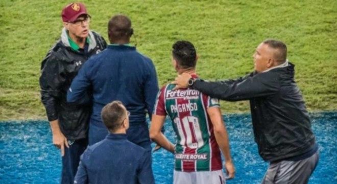 Oliveira e Ganso trocaram ofensas. Oswaldo foi. Ganso foi punido. Mas ficou