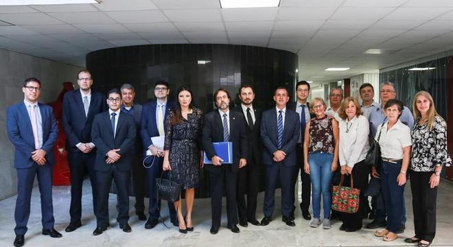 Na foto, membros do FOCAE na Assembleia Legislativa de São Paulo
