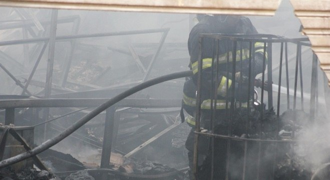 Combate ao fogo mobilizou 16 viaturas dos bombeiros
