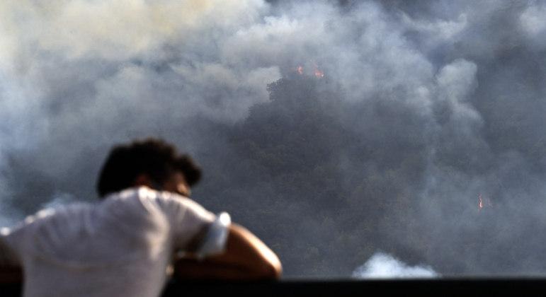Incêndios no norte da Argélia já mataram pelo menos 90 pessoas