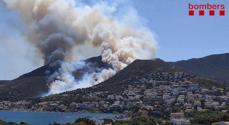 Incêndio destruiu mais de 400 hectares de floresta na Catalunha desde sexta-feira