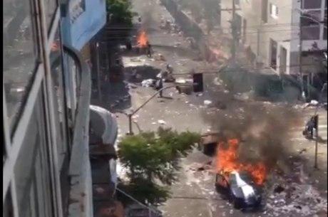 Carro e objetos foram incendiados no centro de SP