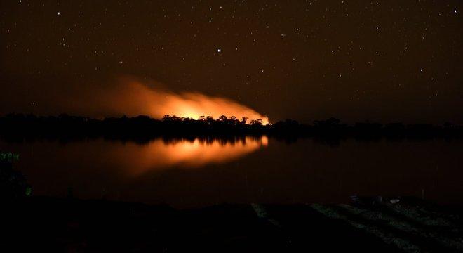 Fogo no Pantanal já consumiu o equivalente a quase três vezes a região metropolitana de São Paulo
