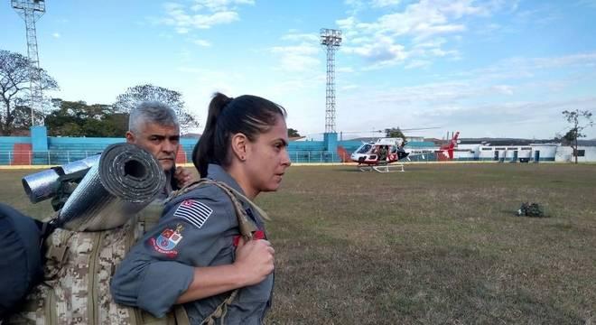 Acesso à montanha é feito com auxílio de helicóptero da Polícia Militar