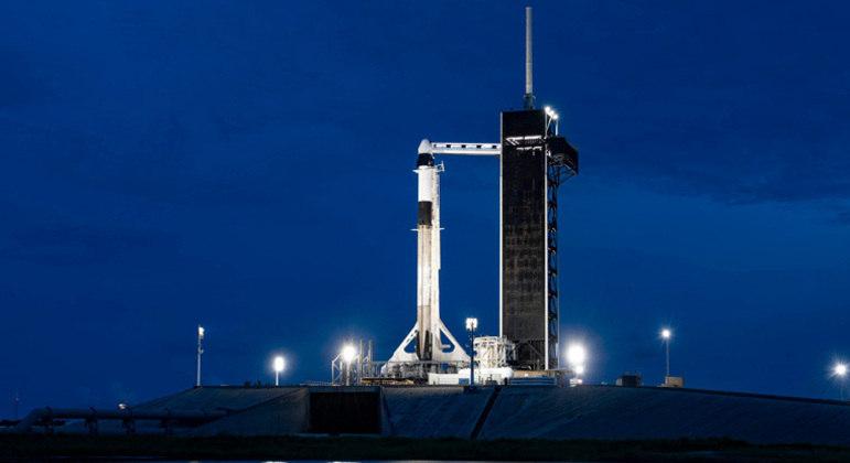 Foguete Falcon 9 levou a cápsula Dragon até a órbita da Terra na última quarta-feira (15)