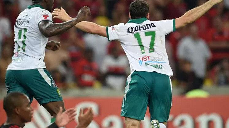 Foi a primeira eliminação do novo Maracanã. O Flamengo perdeu por 3 a 2 para o León-MEX e terminou a primeira fase na terceira colocação, com sete pontos, na Libertadores de 2014. Na ocasião, Bolívar e o próprio clube mexicano se classificaram