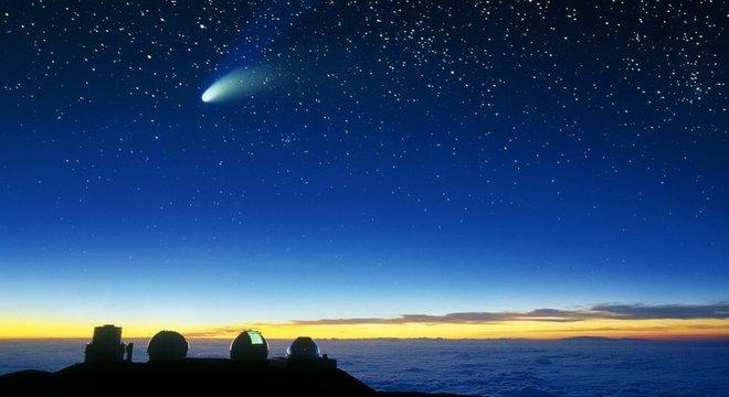 Foi assim que o Cometa Halle-Bop foi visto do vulcão Mauna Kea, no Havaí