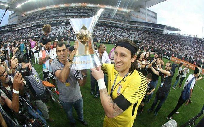 Foi campeão brasileiro em 2017, o segundo pelo Corinthians, sofrendo poucos gols e sendo muito seguro na meta alvinegra.