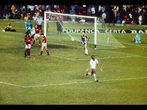 Foi de Assis o gol no último minuto em 11 de dezembro de 1983 para dar mais um título do Estadual ao Fluminense. Naquela edição, a final foi feita em um triangular entre Flu, Fla e Bangu. Uma derrota ou empate deixaria a decisão para os adversários. Com a vitória e a derrota do Bangu no jogo seguinte, mais um troféu foi para as Laranjeiras