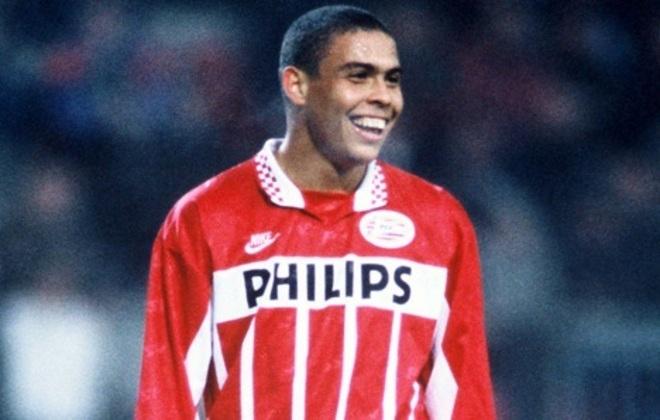 Foi logo contratado pelo PSV da Holanda e mais uma vez atingindo uma marca de gols expressiva, com 54 tentos em 57 jogos. Em sua segunda temporada na Holanda, foi submetido a uma cirurgia no joelho e após sua recuperação, foi mantido no banco de reservas pelo técnico, forçando a sua saída do clube.