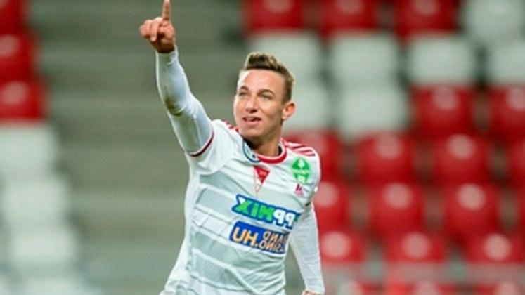Foi pelo seu clube de origem, o Debreceni, que o jovem de 18 anos anotou um golaço de bicicleta contra o Ferencváros. Atualmente defende o  Fehérvár, também da Hungria.