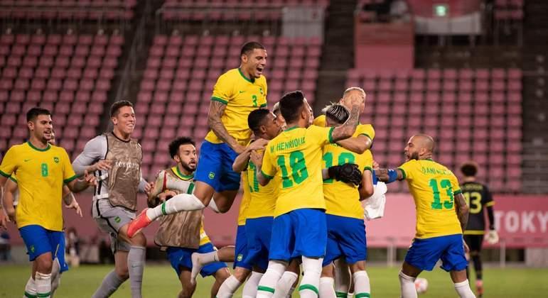 A comemoração brasileira. Com um time improvisado. Que se entrosou na Olimpíada