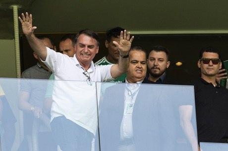 Bolsonaro é escoltado pela Polícia Federal