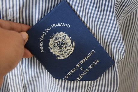 Trabalho do brasileiro move economia, ressaltou ministro