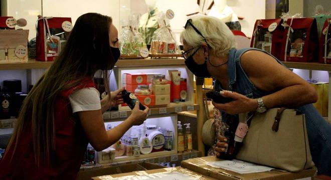 Comércio brasileiro emprega 10,2 milhões de pessoas em todo o país