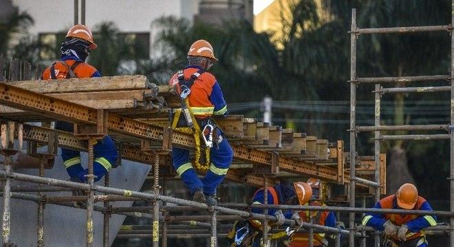 48 obras públicas estão paralisadas