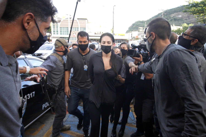 Presos, Dr. Jairinho e mãe de Henry Borel chegam algemados à cadeia - Fotos  - R7 Rio de Janeiro