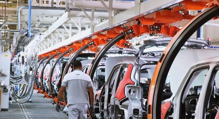 No total foram produzidos em janeiro 199,7 mil veículos, entre carros de passeio, comerciais leves, caminhões e ônibus