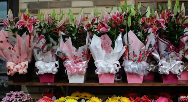 Setor recomenda usar os serviços online para comprar e entregar flores