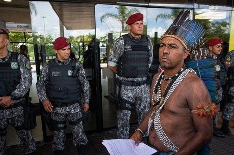 Funai pede reforços para índios de área isolada