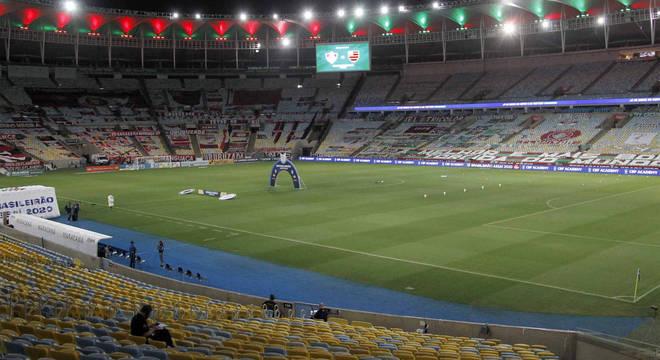 Público poderá voltar aos estádios, com limite de 30% da capacidade