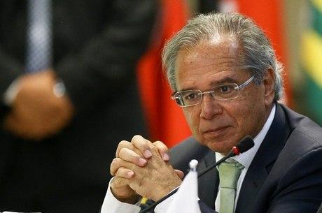 Futuro ministro Paulo Guedes diz que vai reduzir repasses