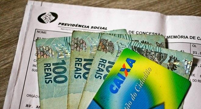 Resultado de imagem para Saques do PIS/Pasep podem injetar até R$ 10,3 bi no comércio, diz CNC