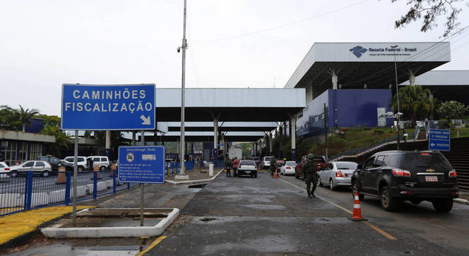 Ponte da Amizade, que liga Brasil e Paraguai, é reaberta