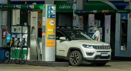Gasolina acumula alta de 3% em seis semanas