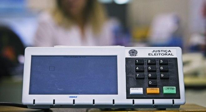 Urna eletrônica impede fraudes com votos em branco