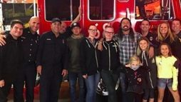 Dave Grohl faz jantar para os bombeiros que lutam contra os incêndios na Califórnia ()